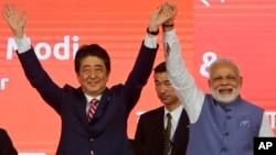 شینزو ابی برای تقویت روابط توکیو با دهلی جدید به هند سفر کرده است.
