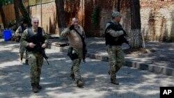 La police géorgienne patrouille à Tbilissi, en Géorgie, 14 juin 2015.