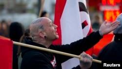 Berlin'de gösteri yapan aşırı sağcı parti(NPD) yanlıları