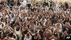 星期五也門反政府抗議者高呼口號