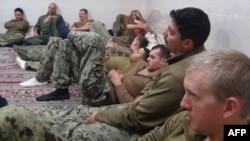 2016年1月13日伊朗革命卫队赛帕新闻社发布的照片:被拘留的美国海军人员