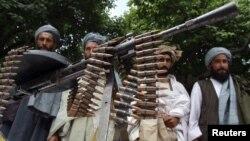 جمعی از طالبان که به روند صلح پیوسته اند.