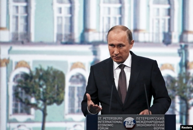 FILE - Russian President Vladimir Putin's handling of the economic crisis received low marks from 27% of analysts, a recent survey shows.