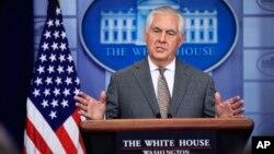 렉스 틸러슨 미 국무장관이 지난해 11월 백악관에서 북한을 테러지원국으로 지정한 배경을 설명하고 있다.