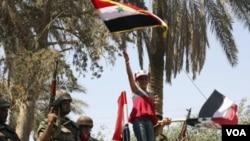 Las protestas siguen en Siria, donde manifestantes reclaman la renuncia de al-Assad.