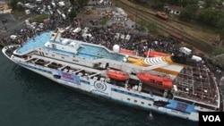 """Este es uno de los barcos turcos que participan en """"Flotilla Libertad"""" acoplado antes de la partida a las costas de la Franja de Gaza."""