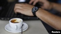 El café es la bebida más consumida en Estados Unidos, pero su vínculo con un menor riesgo de muerte no está claro