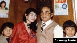 지난 1981년 리타 핀 아렌스(왼쪽)가 미국에 건너온 직후 부모(가운데), 오빠와 함께 찍은 기념 사진.