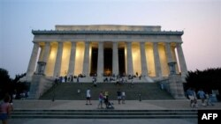 Hàng ngàn người, theo dự kiến, sẽ dự cuộc mít tinh vào ngày thứ Bảy ngay trên bậc thềm đài kỷ niệm Tổng thống Abraham Lincoln trong thủ đô Washington