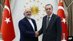 Serokomarê Tirkiyê R.T. Erdogan (Rast) Mohamad Cawad Zarif wezîrê derve yê Îranê (Çep).