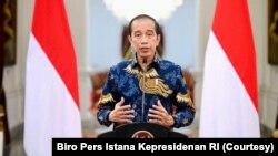 Presiden Joko Widodo saat mengumumkan Pemberlakuan Pembatasan Kegiatan Masyarakat (PPKM) Darurat, dari Istana Kepresidenan, Jakarta, 1 Juli 2021 (foto: dok).
