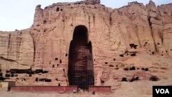 طالبان در سال ۱۳۷۹ هر دو مجسمۀ بودا را در بامیان تخریب کردند