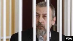 Tokoh oposisi Belarus dan mantan calon Presiden, Andrei Sannikov divonis 5 tahun penjara (14/5).