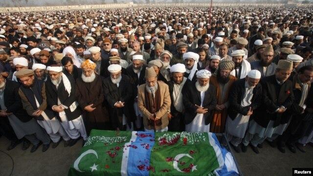Jana'izar tsohon shugaban jam'iyar Jamaat-e-Islami, Qazi Hussain Ahmed wanda ya rasu a Islamad ranar lahadi ya na da shekara 74