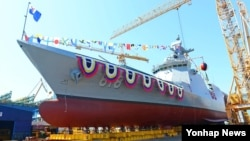 한국 해군이 2일 오후 경상남도 거제 대우조선해양에서 해군의 2천800t급 신형 호위함(FFG-Ⅱ) 1번함 '대구함' 진수식을 거행한다고 밝혔다. 이 함정은 유사시 함정에서 북한의 지상시설을 타격하는 전술함대지유도탄을 탑재할 예정이다.