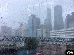 台风山竹侵袭香港期间地标建筑 (美国之音记者申华 拍摄)