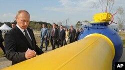 Premijer Rusije Vladimir Putin 'potpisuje' dionicu plinovoda Sahalin-Habarovsk-Vladivostok