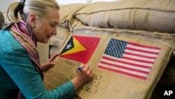 La secretaria de Estado Hillary Clinton estuvo en Timor Oriental este jueves.