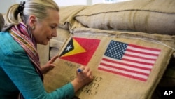 Clinton in Timor-Leste