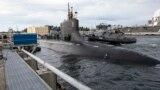 """美国海军""""康涅狄格""""号核动力潜艇(USS Connecticut)2021年5月27日离开位于华盛顿州的一个军港前往印太地区执行任务(美国海军照片)"""