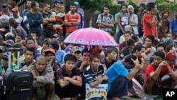 Wasu 'yan Burma da suke aikin kamun kifin dole a matsayin yin bauta