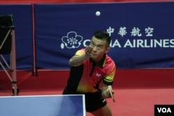 中国乒乓球国手朱霖峰2017年8月23日参与台北世大运比赛 (美国之音黎堡摄)