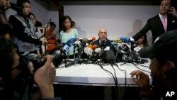 """Torrealba se refirió al hecho de que Maduro haya calificado como """"terrorista"""" el partido miembro de la MUD, Voluntad Popular, fundado y liderado por el preso político, Leopoldo López."""