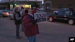 ປະຊາຊົນອາເມຣິກັນຈໍານວນນຶ່ງ ທີ່ສະແດງການສະໜັບສະໜູນ ຕໍ່ສະມາຊິກສະພາຕໍ່າສະຫະລັດຈາກລັດ Texas ທ່ານ Ron Paul ທີ່ມີຄະແນນສຽງຕໍ່າກວ່າທ່ານ Mitt Romney ພຽງສອງສາມເປີເຊັນ ເທົ່ານັ້ນ.