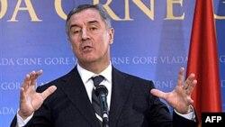 Milo Đukanović izjavio da je podneo ostavku na mesto premijera na konferenciji za novinare, 21. decembar 2010.