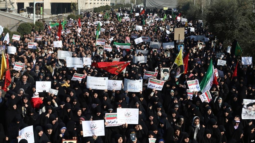 Cả biểu tình phản đối lẫn ủng hộ chính phủ đều diễn ra ở Tehran, Iran, 30/12/2017