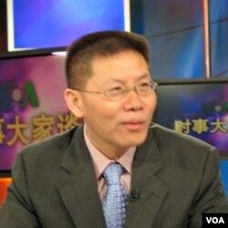 傅希秋博士接受美国之音电视采访(资料)