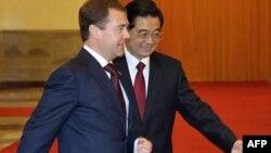 Российский президент Дмитрий Медведев и его китайский коллега Ху Цзиньтао.