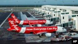 Phi cơ của hãng Hàng không AirAsia trong sân bay ở Sepang, Malaysia