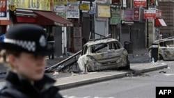 Londra'da 40 Kişi Gözaltına Alındı