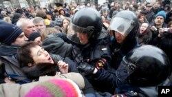 Polisi Russia wawakamata wapinzani wa kisiasa katika maandamano ya kuipinga serikali