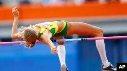 La Lituanienne Airine Palsyte effectue un saut en hauteur lors des Championnats européens d'athlétisme à Amsterdam, Pays-Bas, 7 juillet 2016.