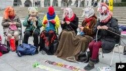 Члены организации Amnesty International проводят акцию в поддержку Pussy Riot. Брюссель, Бельгия. 17 февраля 2013 года