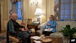克林顿国务卿1月10日在国务院会见阿富汗总统卡尔扎伊