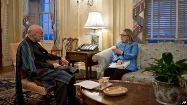 Ngoại trưởng Hoa Kỳ Hillary Clinton tiếp Tổng thống Afghanistan Hamid Karzai tại Bộ Ngoại Giao Hoa Kỳ, 10/1/13