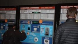 METRO recomienda a los visitantes comprar sus tarjetas de abordaje SmarTrip con anticipación para evitar las largas filas.