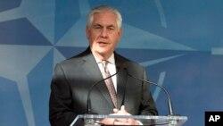 Menteri Luar Negeri AS, Rex Tillerson berbicara pada pertemuan NATO di Brussels (31/3).