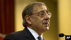 Menhan AS, Leon Panetta akan mengumumkan pencabutan larangan tugas tempur bagi perempuan AS (foto: dok).