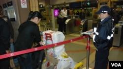 上水港鐵站設置電子磅,阻截行李超重的人士乘搭火車