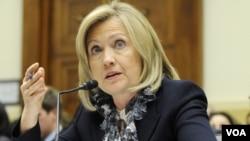 La secretaria de Estado, Hillary Clinton, que por el momento no se tiene información de que Venezuela haya violado las sanciones contra Irán.