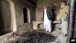 ضلع پنجوائی کے اس گھر میں ہلاک کیے گئے افراد کو مبینہ طور پر جلایا گیا۔