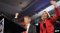 Republikanski kandidat za Senatora Rend Pol i njegova supruga Keli proslavljaju Polovu pobedu u Kentakiju.