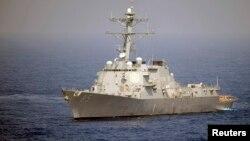 미 해군의 맥캠벨 유도미사일 장착 구축함.