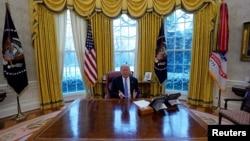 美国总统川普2018年1月17日在白宫接受路透社采访
