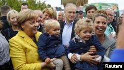 앙겔라 메르켈 독일총리가 23일 선거운동을 펼치고 있다.