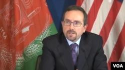 سفیر امریکا در کابل گفت که ختم جنجالها ارگ و بلخ نباید سبب خشونت گردد